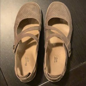 Women's Size 8.5 Beige Mary Janes